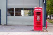 Cabina de teléfono antiguo