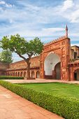 picture of india gate  - Agra Red Fort gate - JPG