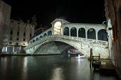 Ponte di Rialto - famous Rialto bridge in Venice, Italy