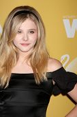 LOS ANGELES - JUN 12:  Chloe Grace Moretz arrives at the City of Hope's Music And Entertainment Indu