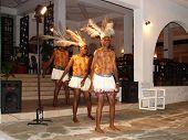 Unterhaltung der Masai traditionelle Tänze für Touristen