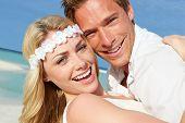 Par no casamento de praia