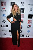 LOS ANGELES - APR 2:  Jasmine Dustin arrives at  the No Kill L.A. Charity Event at the Fred Segal on