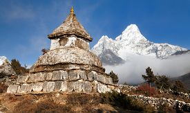 picture of dharma  - Stupa near Pangboche village with mount Ama Dablam  - JPG