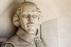 pic of william shakespeare  - A sculpture of famous playwright William Shakespeare situated outside Guildhall Art Gallery in London - JPG
