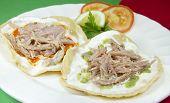 Platillo mexicano de Tostadas de cerdo