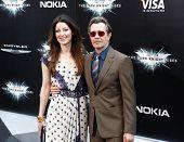 NUEVA YORK-16 de julio: Alexandra Edenborouogh y actor Gary Oldman (R) presentes en el estreno mundial de