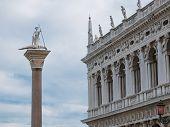 San Teodoro coluna em Veneza