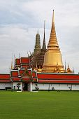 Bangkok's most famous landmark was built 1782. The palace conclud several impressive buildings inclu