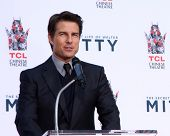 LOS ANGELES - DEC 3:  Tom Cruise at the Ben Stiller Handprint and Footprint Ceremony at Dolby Theate
