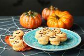 picture of spiderwebs  - Tasty Halloween macaroons decorative spiderweb - JPG