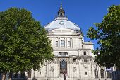 picture of city hall  - The Methodist Central Hall in the City of Westminster London - JPG