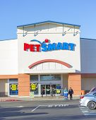 Sacramento, Usa - December 21:  Pet Smart Store Entrance On December 21, 2013 In Sacramento, Califor