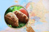 Постер, плакат: Looking In On Fish Cakes