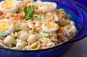 Tigela de salada de macarrão