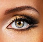 Beauty Golden-Brown Make-Up