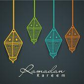 Постер, плакат: Красочные замысловатые Арабский лампы на сером фоне для священного месяца мусульманского сообщества Рамадан Карим