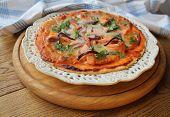Pizza with mozzarella cheese , salmon, onion