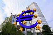 Sinal euro fora do Banco Central Europeu (BCE)