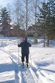 Senior hombre esquí