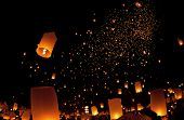 sky landterns in Loi Krathong and Yi Peng Festival