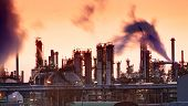 foto of greenpeace  - Oil indutry refinery  - JPG
