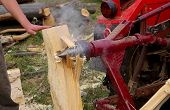 picture of taper  - Splitting wood with a tapered splitters, red