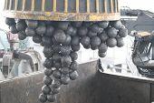 Magnet Holds Grinding Balls