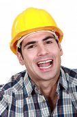 Retrato de paisagem do trabalhador sorridente
