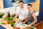 pic of crudites  - Man and woman in the kitchen  - JPG