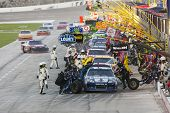 FORT WORTH, TX - 04 de NOV: The NASCAR Sprint Cup Series hasta Texas AAA 500 en el Texas Motor Spee