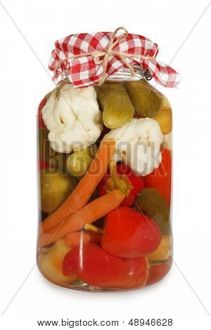 Постер, плакат: Маринованные овощи в стеклянной банке, холст на подрамнике
