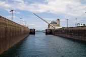 Постер, плакат: The Soo Locks