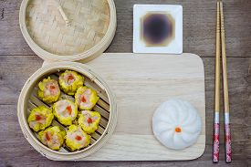 picture of steam  - Chinese steamed dimsum and Steamed bun in bamboo - JPG