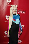 LOS ANGELES - 10 de fev: Kerli chega na Gala 2012 MusiCares homenageando Paul McCartney no con LA