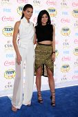 LOS ANGELES - AUG 10:  Kendall Jenner, Kylie Jenner at the 2014 Teen Choice Awards at Shrine Auditorium on August 10, 2014 in Los Angeles, CA