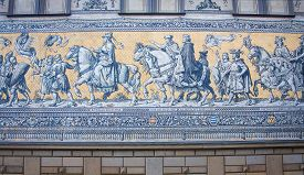 pic of mural  - Furstenzug is a giant mural decorates the wall - JPG