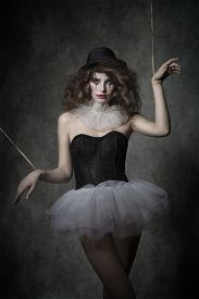 pic of gothic girl  - girl in creative fashion shoot with gothic atmosphere - JPG